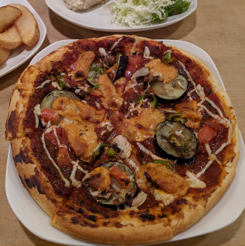 Picture of the faux-meat Pizza