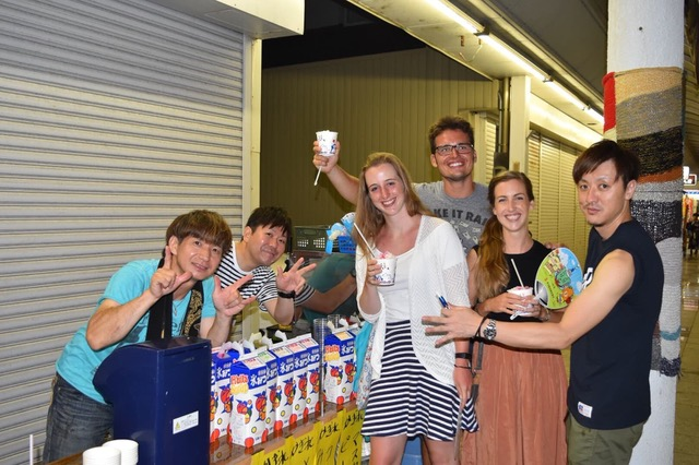 Picture of the author and her friends trying kakigori