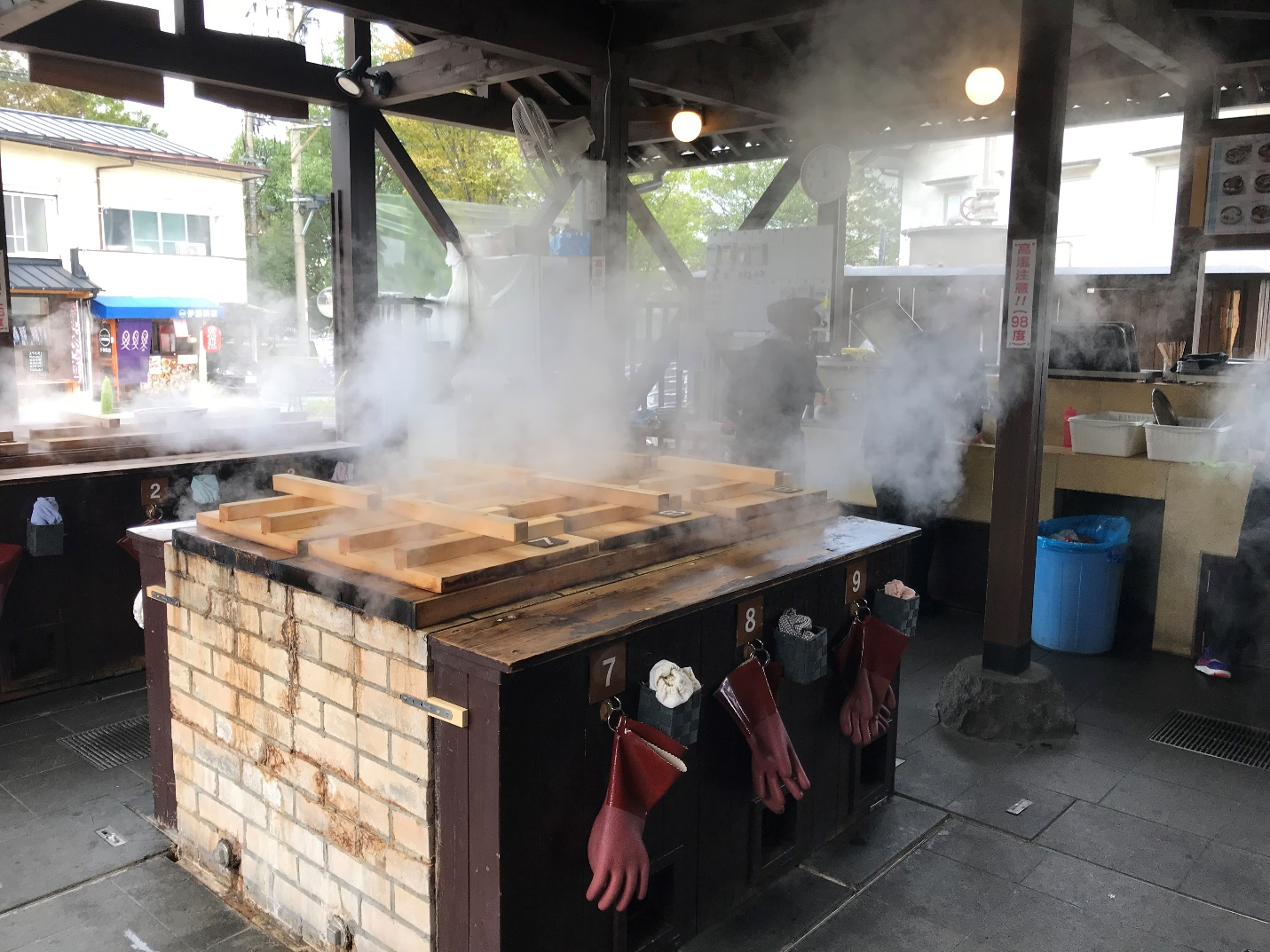 Picture of the food being steamed in the steamers