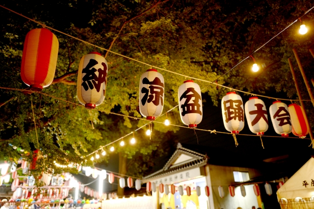 A picture of lanterns being hung up during bon odori festival