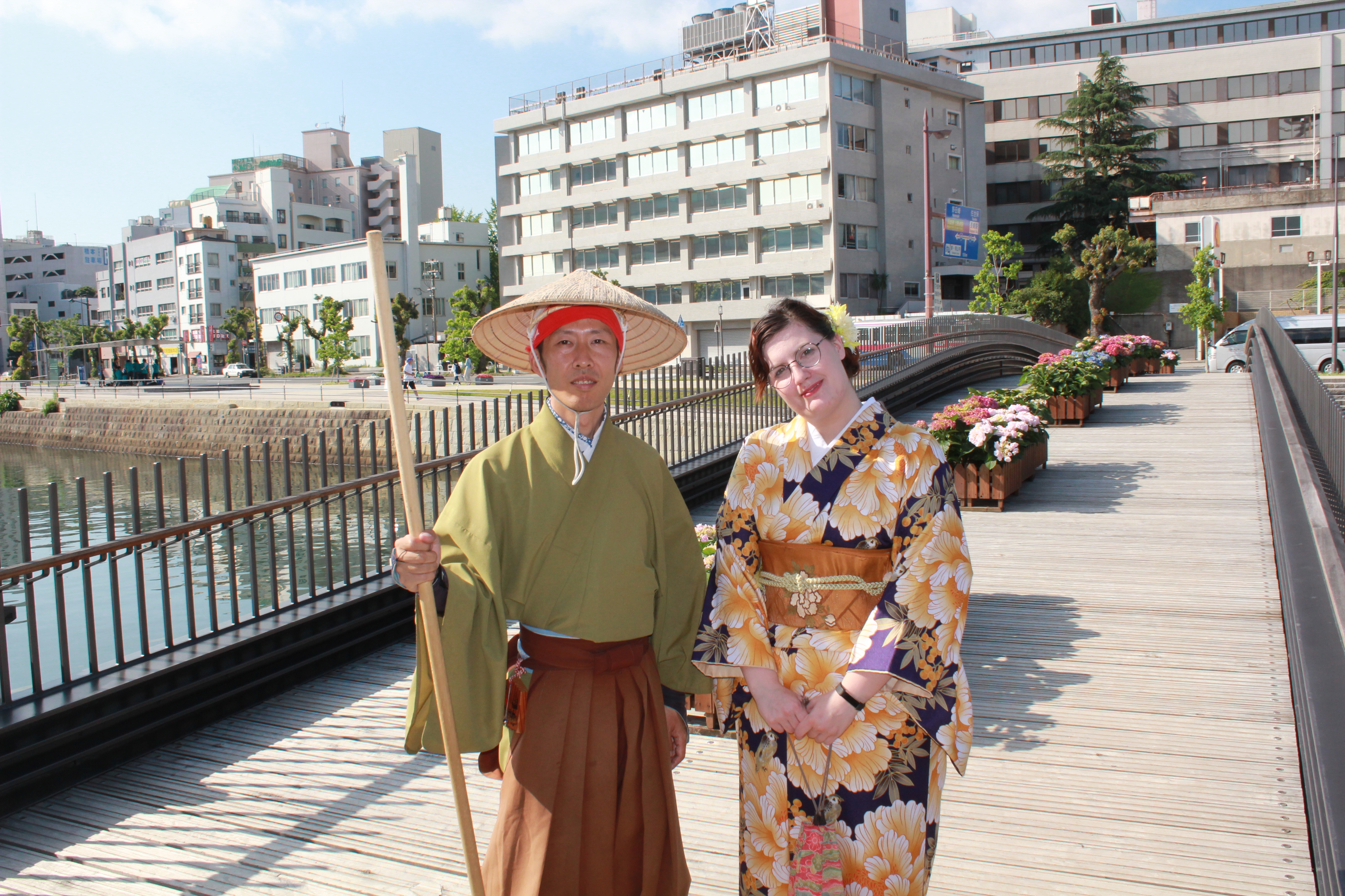 Two people posing for the photo in the Japanese traditional outfits