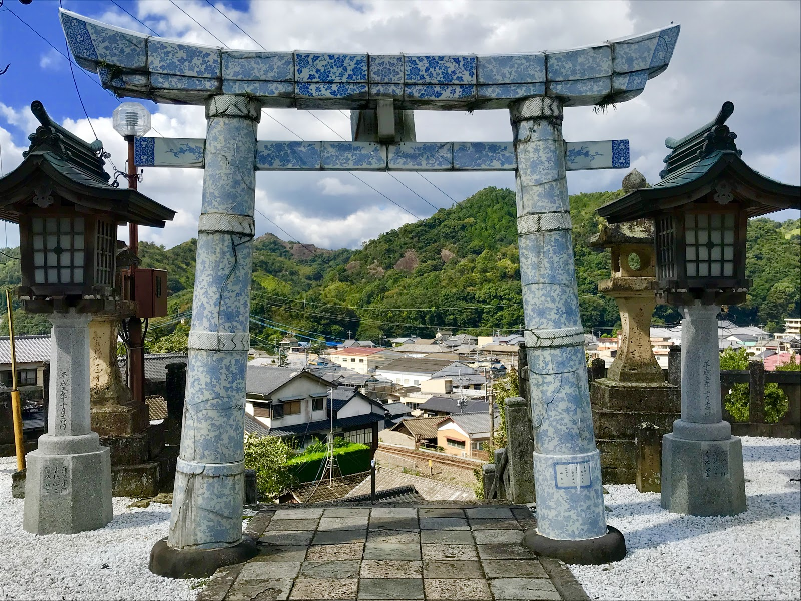 A picture of the torii gate of the Tozan Shrine