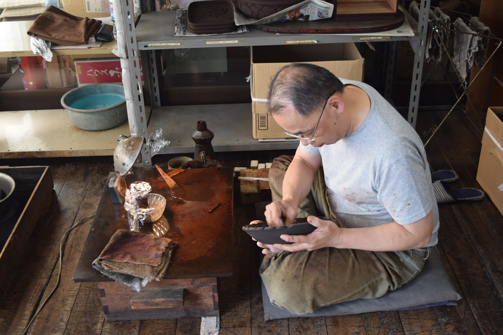 A picture of another artisan working on kamakurabori