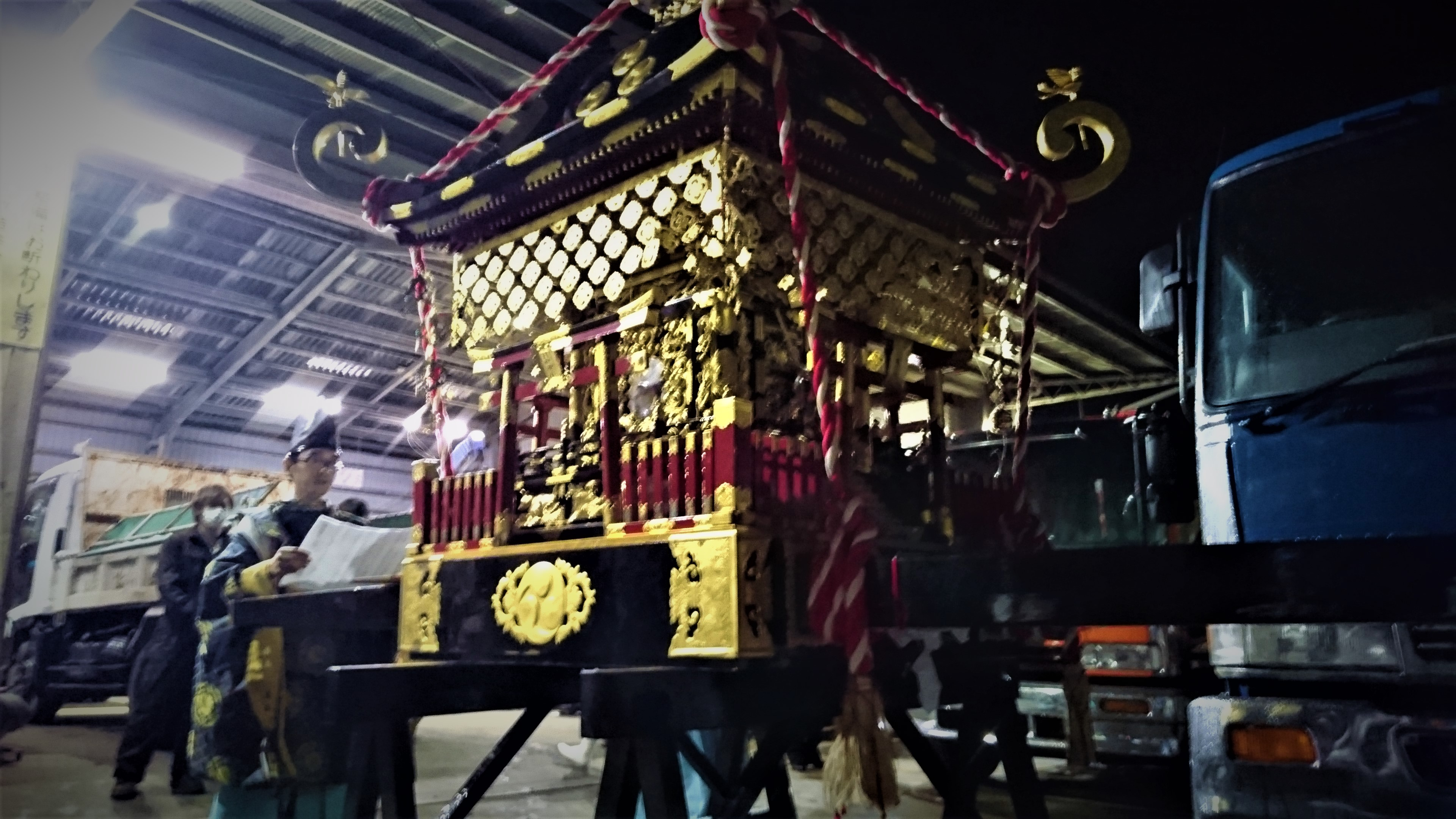 Picture of the shrine being carried by the people at night