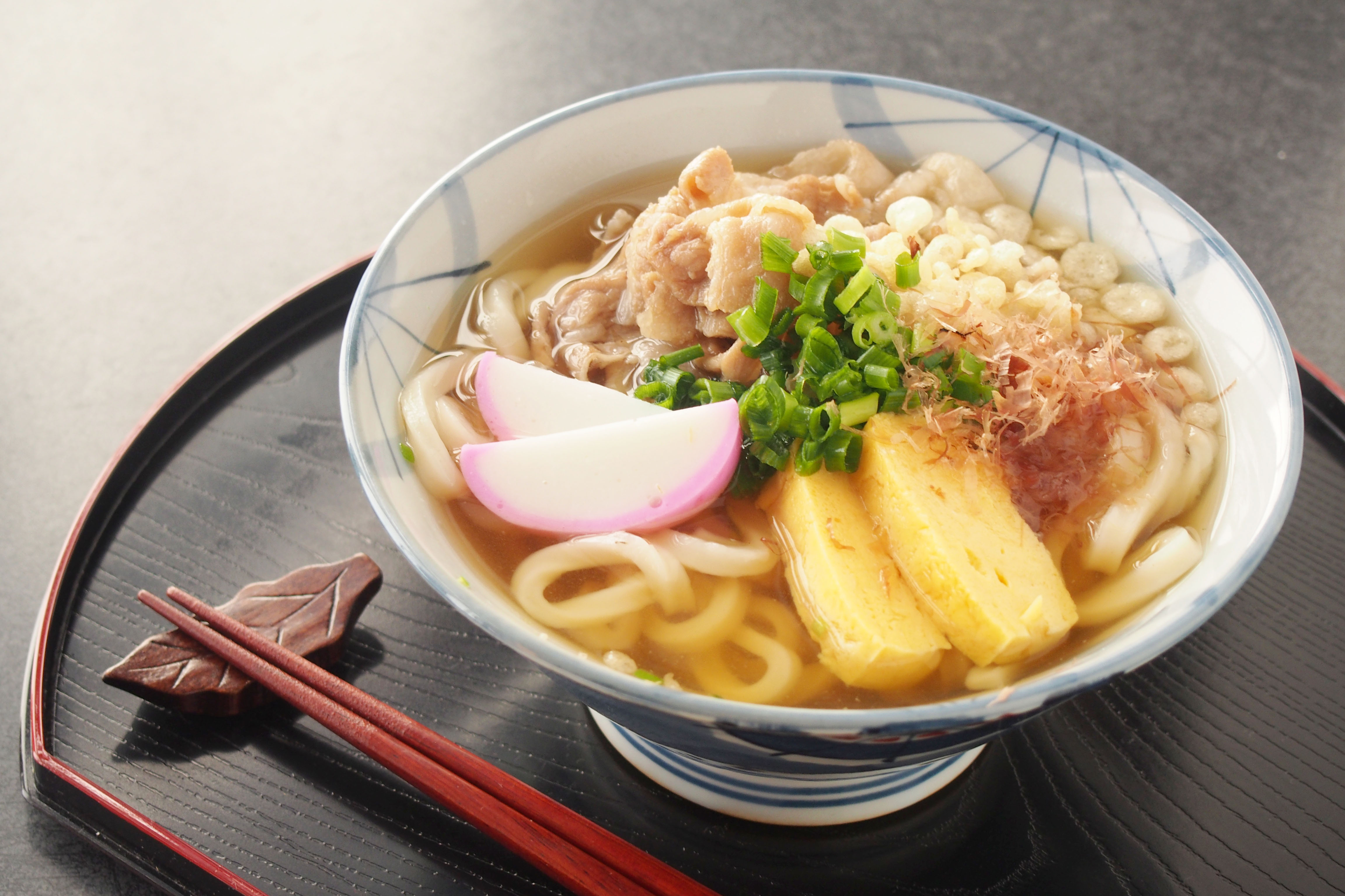 a bowl of udon on a tray