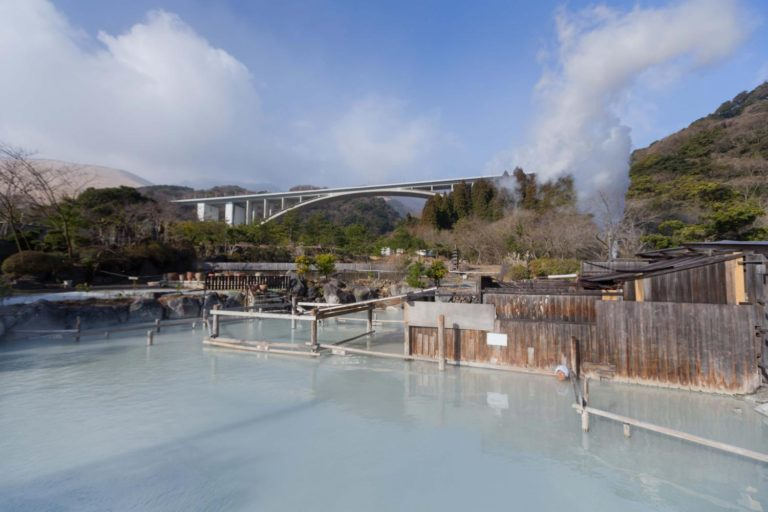 The outdoor mixed onsen